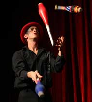 Cirque Entertainer