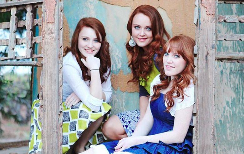 Firefly Country Pop Singing Trio