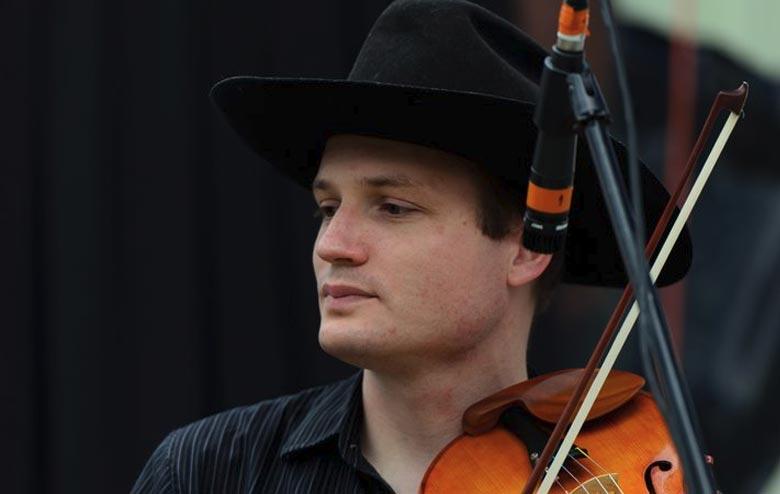 Julussa - Mesmerizing Folk and Bluegrass