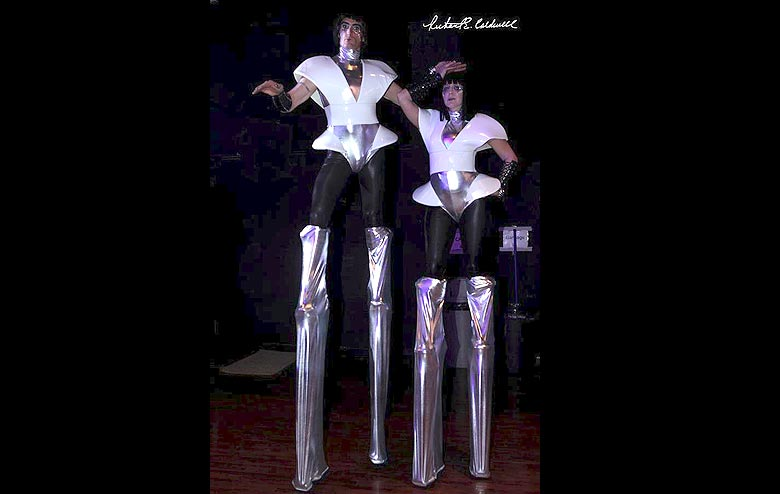 Extra Tall Stilt Dancers and Walkers