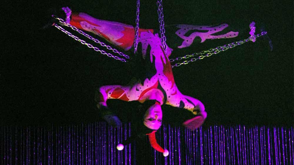 aerialist-chains-1058