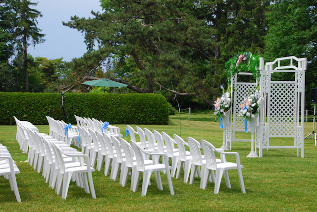 Wedding Chairs for an Outdoor Wedding
