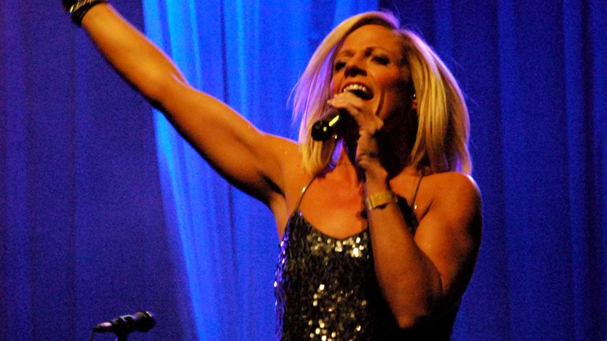 No Limits Singer Delightra