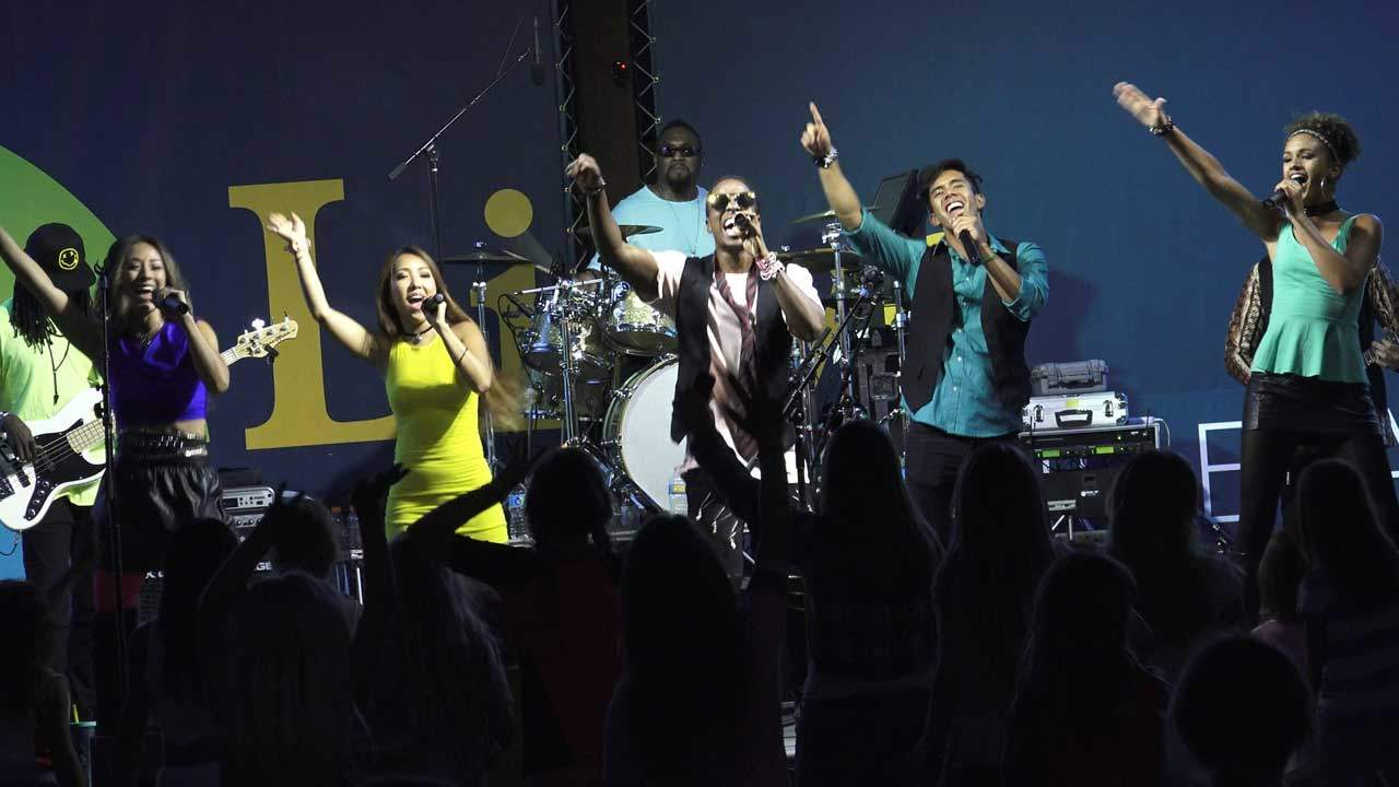 Liquid Blue Dance Band Performing at a Live Event
